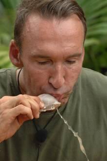 """Tag 16  Jochen Bendel schluckt bei seiner letzten Dschungelprüfung alles - ohne mit der Wimper zu zucken.  Alle Infos zu """"Ich bin ein Star - Holt mich hier raus!"""" im Special bei RTL.de: http://www.rtl.de/cms/sendungen/ich-bin-ein-star.html"""