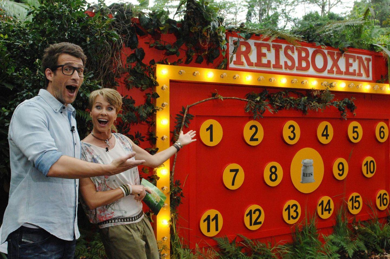 """Tag 9  Daniel und Sonja präsentieren die Dschungelprüfung. Alle Infos zu """"Ich bin ein Star - Holt mich hier raus!"""" im Special bei RTL.de: http://www.rtl.de/cms/sendungen/ich-bin-ein-star.html"""