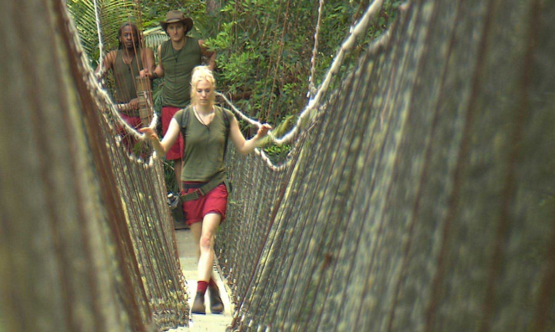 """Tag 4  Larissa macht sich auf den Weg zu ihrer vierten Dschungelprüfung. Alle Infos zu """"Ich bin ein Star - Holt mich hier raus!"""" im Special bei RTL.de: http://www.rtl.de/cms/sendungen/ich-bin-ein-star.html"""