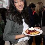 GNTM-Finalistin Rebecca Mir lässt sich die tollen Leckereien beim GALA Fashion Brunch schmecken.