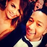 """Spaß auf dem roten Teppich: Bei den """"Grammy Awards"""" photobombt Neil Patrick Harris John Legend und seine Ehefrau Christine Teigen."""