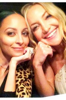 """Nicole Riechie und Kate Hudson verbringen den Abend zusammen bei den """"People Magazin Awards""""."""