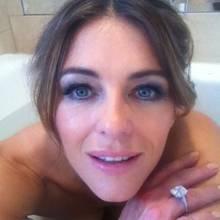 Zeit zum baden für Elizabeth Hurley. Ihren Fans auf Instagram will sie dieses Ereignis nicht vorenthalten.