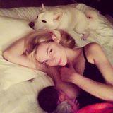 Juni 2014  Jaime King postet auf Instagram ein Bild von sich beim Stillen ihres Sons James.