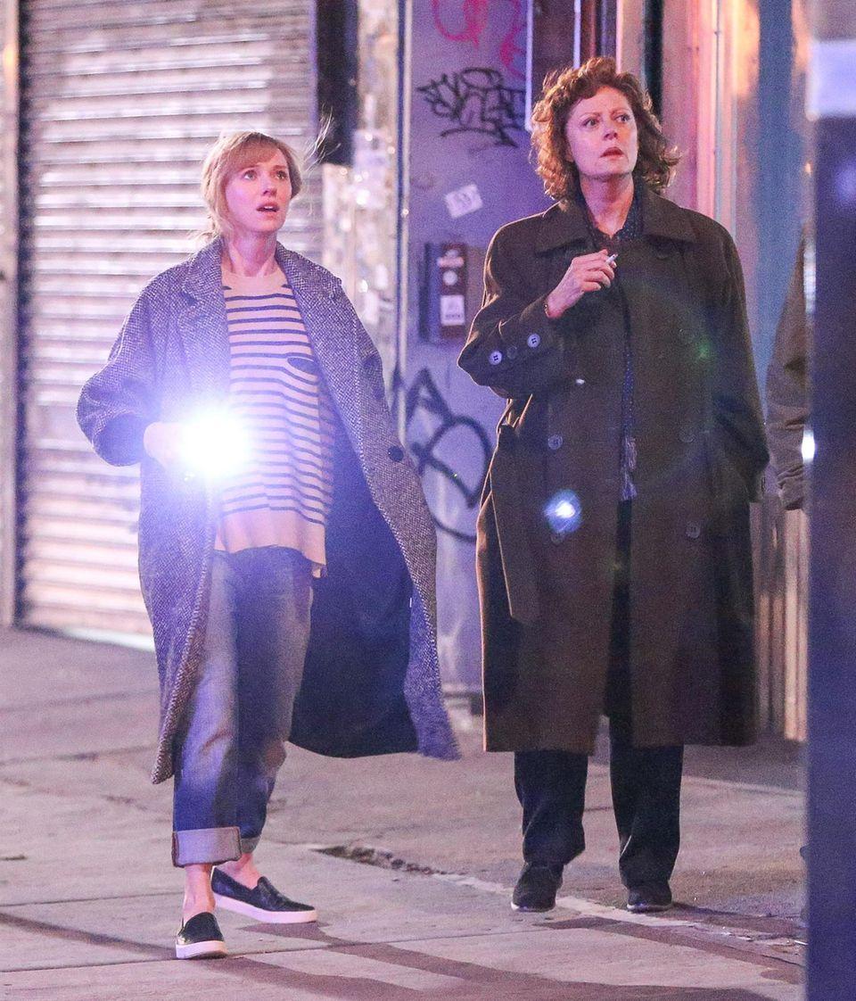 """14. November 2014: Naomi Watts und Susan Sarandon drehen eine Szene für """"Three Generations"""" in den nächtlichen Straßen von New York."""