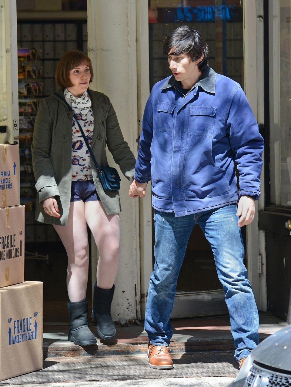 """16. April 2014: In New York wird wieder """"Girls"""" gedreht: Für die 4. Staffel stehen Lena Dunham und Adam Driver als Pärchen vor der Kamera."""