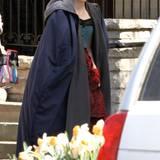 """24. April 2014: Für die Dreharbeiten des Horrorstreifens """"Crimson Peak"""" trägt Jessica Chastain ein Vintage-Kleid."""