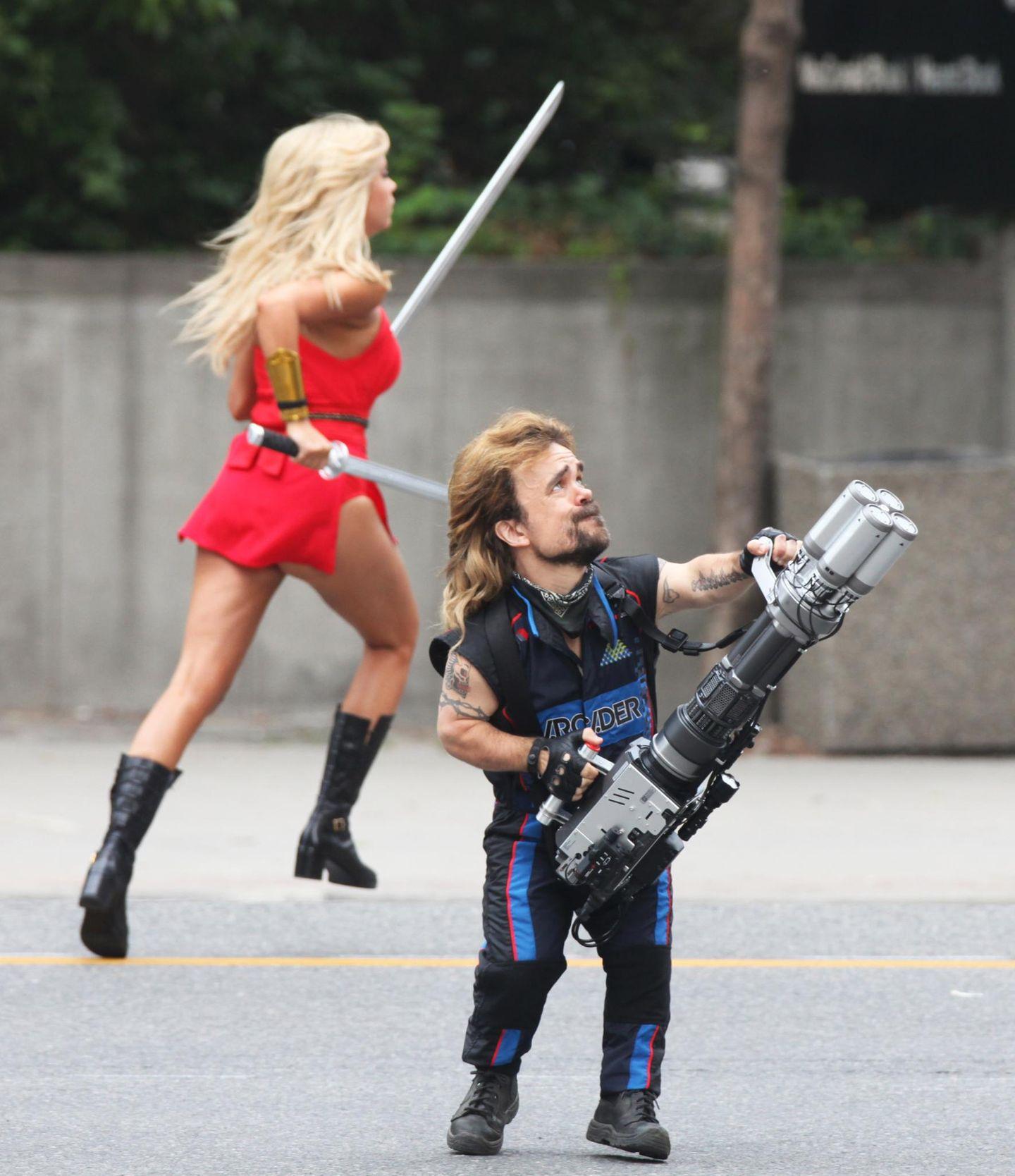 """4. August 2014: Peter Dinklage und Ashley Benson drehen in Toronto den Film """"Piixels""""."""
