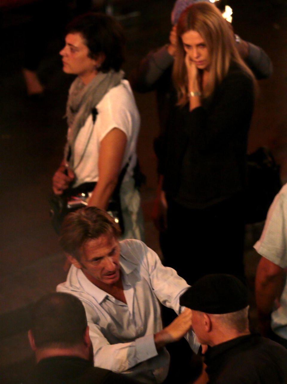 """28. Oktober 2014: Das Paar Charlize Theron und Sean Penn dreht gemeinsam """"The Last Face"""" in Kapstadt."""