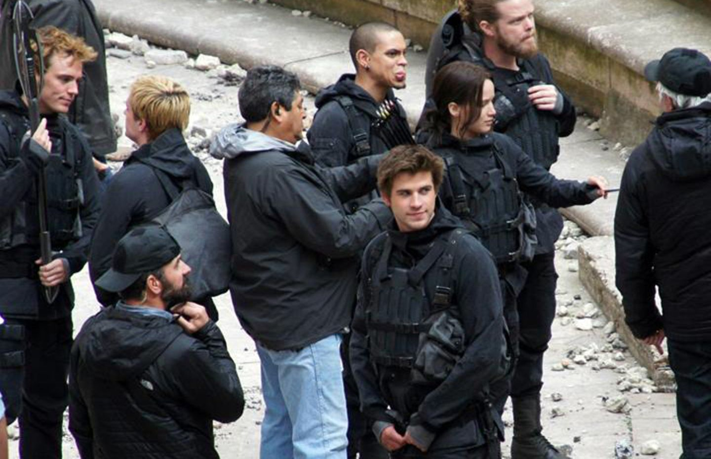 "10. Mai 2014: Sam Claflin, Josh Hutcherson, Jennifer Lawrence und Liam Hemsworth kommen am Set ""The The Hunger Games: Mockingjay"" in Paris an."