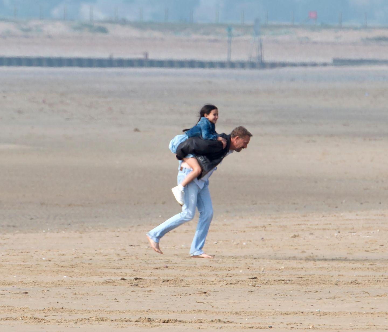 """17. September 2014: Für den Film """"Criminal"""" dreht Kevin Costner am Strand von Südengland."""