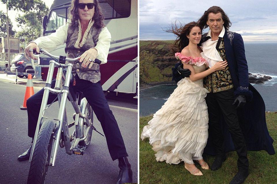 """27. Mai 2014: Für seine Rolle im Film """"The Moon and the Sun"""" trägt Pierce Brosnan eine Langhaarperücke. Seine Kollegin und Filmtochter Kaya Scodelario hat das nicht nötig."""