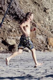5. November 2014: William H. Macy zeigt bei Dreharbeiten vollen Körpereinsatz am Strand!