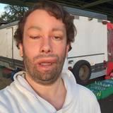 """20. Oktober 2014: Christian Ulmen teilt auf der Ulmen.tv-Facebookseite ein Bild, sein Kommentar: """"Find's nicht richtig gelungen. Bin nur am Heulen ..."""""""