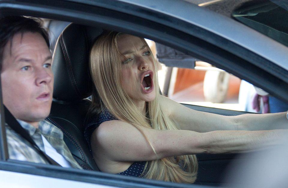 """5. Oktober 2014: Amanda Seyfried und Mark Wahlberg drehen eine Szene für """"Ted 2"""" im Auto."""