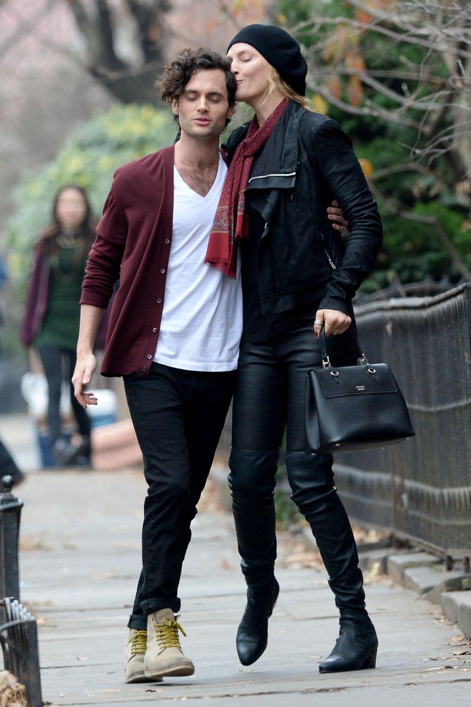 """16. Dezember 2014: Bei den Dreharbeiten von der Serie """"The Slap"""" spielen Uma Thurman und Penn Badgley ein ungleiches Paar."""