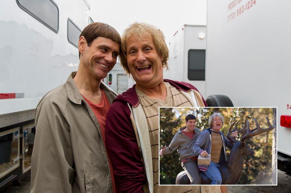 """22. Januar 2014: 20 Jahre nach dem ersten Teil kommt 2014 die Fortsetzung in die Kinos - Jim Carrey und Jeff Daniels haben sichtlich Spaß bei den Dreharbeiten zu """"Dumm und Dümmehr""""."""