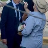 """12. November 2014: Billy Bob Thornton dreht mit Glatze eine Szene mit Sandra Bullock. Er spielt in George Clooneys neuem Film """"Our Brand is Crisis"""" mit, die Dreharbeiten finden in Puerto Rico statt."""