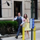 """2. Juli 2014: Jason Sudeikis und Alison Brie drehen eine Szene für den Film """"Sleeping with Other People"""" in New York City."""