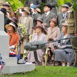 """11. August 2014: Elizabeth McGovern, Dame Maggie Smith, Penelope Wilton, Raquel Cassidy und Sue Johnston haben sich für die Dreharbeiten der Serie """"Downton Abbey"""" versammelt."""