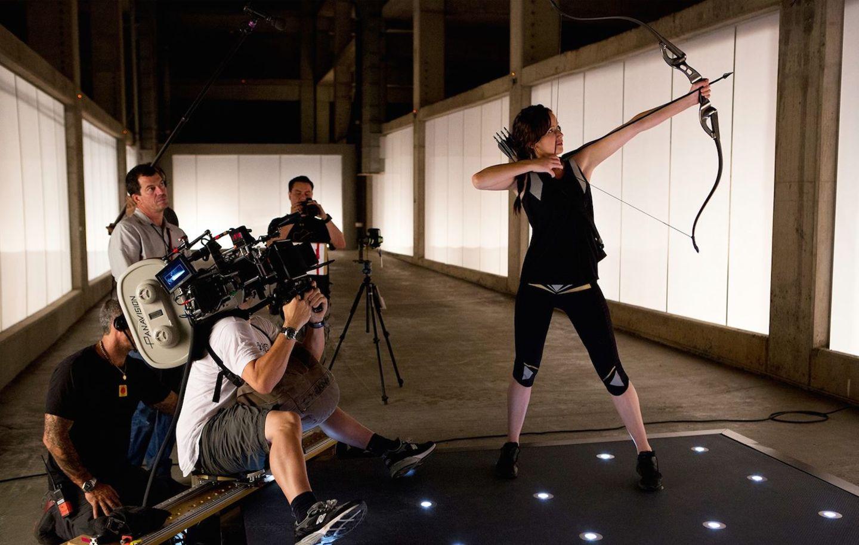 """10. Oktober 2014: Jennifer Lawrence teilt auf ihrem Facebook-Account ein altes Foto von den Dreharbeiten von """"Mockingjay""""."""