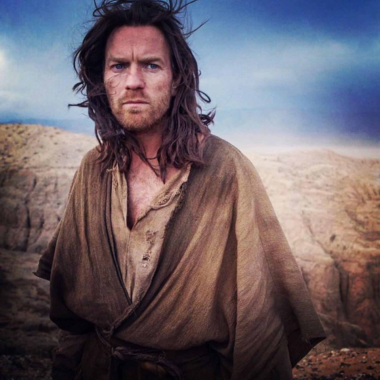 """9. Dezember 2014: Ewan McGregor veröffentlicht ein offizielles Foto von den Dreharbeiten zu """"The Last Days in the Desert"""". Er sieht aus wie Jesus, ist aber ein Priester der im Ödland unterwegs ist."""