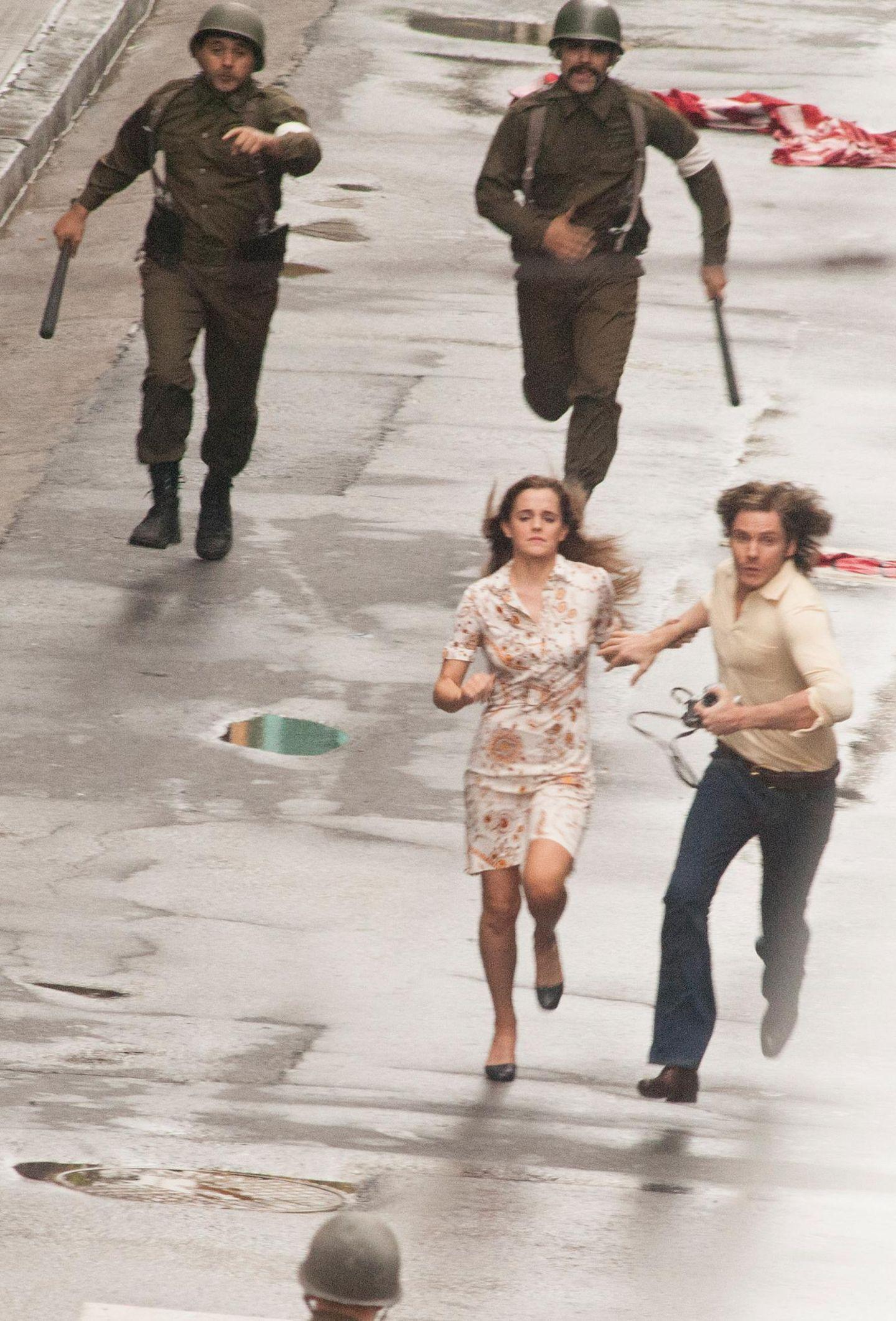 """8. Dezember 2014: Emma Watson und Daniel Brühl stehen für den Film """"Colonia Dignidad"""" gemeinsam vor der Kamera. Er handelt von der Diktatur in Chile zwischen 1973 und 1990."""