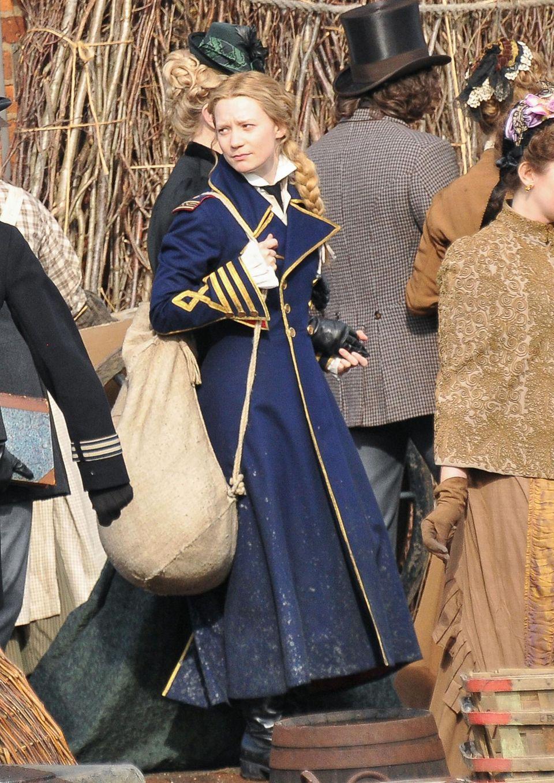 18. August 2014: In historischer Kulisse dreht Mia Wasikowska eine Szene für Tim Burtons neuen Film.
