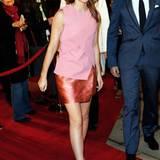 Rosa Farbspiel: Beim Tribeca-Filmfestival in New York zeigt sich Emma Watson im Wickellook-Dress von Narciso Rodriguez.