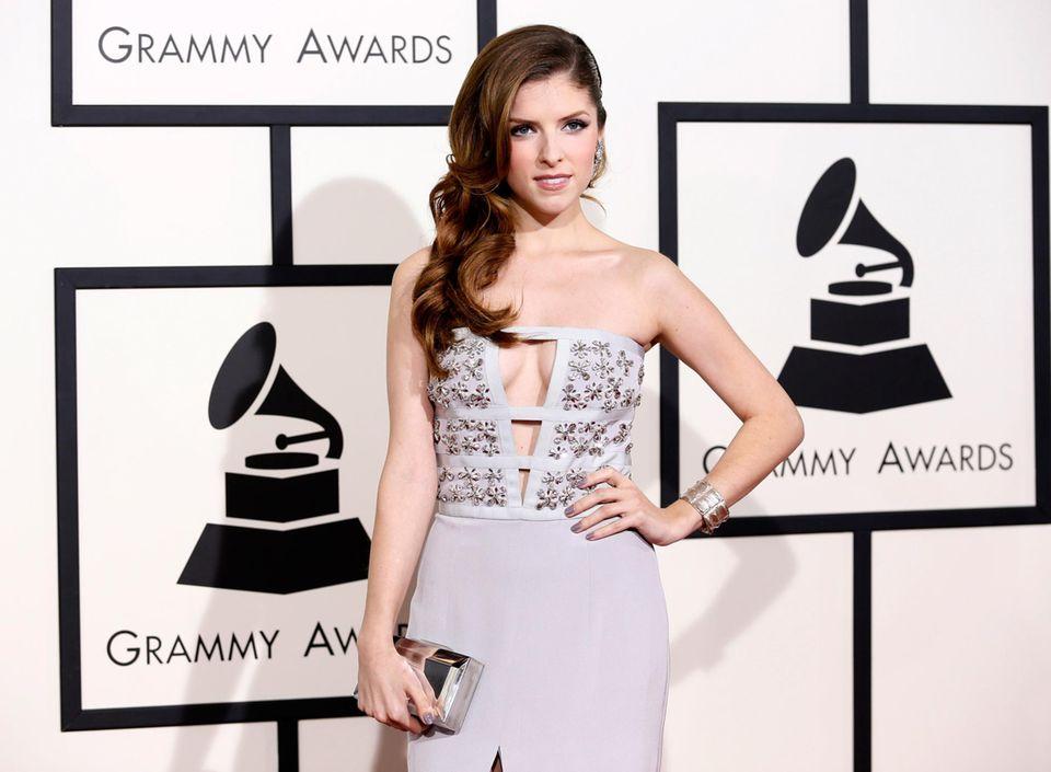 """Schauspielerin Anna Kendrick kommt zu den """"Grammy Awards""""."""