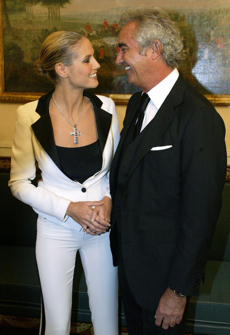 2003 lernt Heidi Klum Flavio Briatore kennen und lieben. Während der etwa einjährigen Beziehung wird Klum schwanger und bringt im Mai 2004 ihre erste Tochter zur Welt. Briatore bestreitet jedoch, Vater des Kindes zu sein.