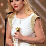 Nadja Uhl bekommt die Goldene Kamera als beste deutsche Schauspielerin.