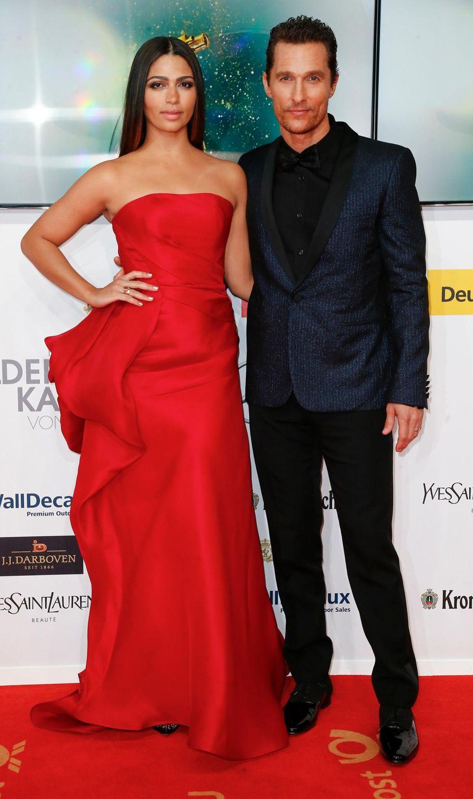 Matthew McConaughey, der als bester internationaler Künstler ausgezeichnet wird, kommt mit seiner Frau Camila Alves.