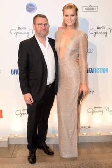 """Nicht Leonardo DiCaprio, sondern GALA-Chefredakteur Christian Krug hat Topmodel Toni Garrn bei der GALA Opening Night im Berliner Hotel """"Das Stue"""" an ihrer Seite."""