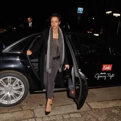 Dennenesch Zoudé lässt sich mit dem VIP-Shuttle von Audi ganz bequem bis vor das Hotel Das Stue bringen.