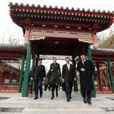 26. November 2014: Königin Máxima ist in ihrer Eigenschaft als Sondervertreterin der UN auf einem viertägigen Besuch in China. An der Pekinger Universität kommt sie an, um dort eine Rede zu halten.