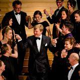 """8. Mai 2014: König Willem-Alexander ist auf der Weltpremiere der Theatervorstellung """"Anne"""" über das Leben von Anne Frank Amsterdam zu Gast."""