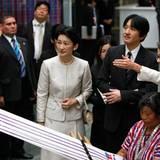 1. Oktober 2014: Prinz Akishino und seine Frau Kiko sind auf einem achttägigen Besuch in Guatemala und Mexico. In Guatemala City besichtigen sie ein Museum.