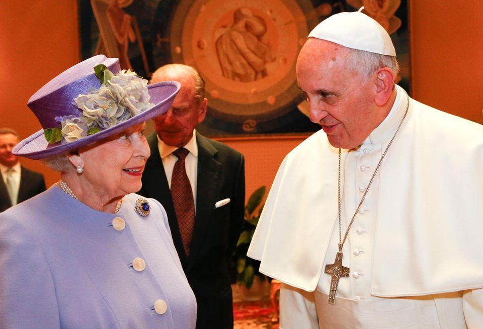 3. April 2014: Queen Elizabeth und Prinz Philip machen zum ersten Mal nach fast drei Jahren wieder eine Auslandreise. Das Zier: Italien und ein Besuch bei Papst Franziskus.