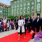 14. Mai 2014: Prinzessin Mary begrüßt die Royalfans vor dem Rathaus im polnischen Stettin.