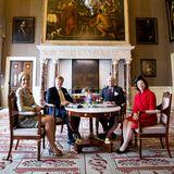 4. April 2014: Königin Máxima und König Willem-Alexander empfangen Schwedens König Carl Gustaf und Königin Silvia im Palast in Amsterdam.