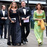 """8. September 2014: Königin Silvia nimmt, in Begleitung ihrer beiden Töchter Madeleine und Victoria, an einem Wohltätigkeitsdinner zugunsten der """"World Childhood Foundation"""" in Stockholm teil. Mit über den roten Teppich schreiten auch Chris O'Neill und Prinz Daniel."""