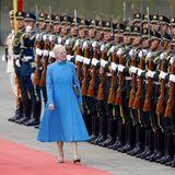 24. April 2014: Königin Margrethe ist zu Gast in Beijing und nimmt die Ehrengarde unter die Lupe.