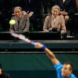 """5. April 2014: Kaiser Akihito und Kaiser Michiko schauen sich das """"Davis Cup""""-Viertelfinale in Tokio an."""