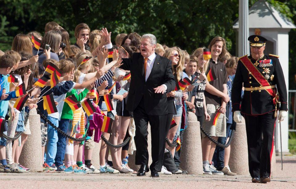 11. Juni 2014: Bundespräsident Joachim Gauck ist zu Gast bei König Harald von Norwegen und wird fröhlich in Oslo empfangen.