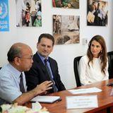 27. Juli 2014: Königin Rania von Jordanien ist in Gespräche mit Gesundheitsbeauftragten zur Lage in Gaza vertieft.