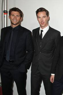 Bei Hugo Boss gibt es nicht nur schicke Mode, sondern auch schicke Männer zu sehen: Scott Eastwood, Benedict Cumberbatch, Designer Jason Wu und Gerard Butler (v.l.)