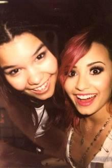 """Madison De La Garza und Demi Lovato  Kaum wiederzuerkennen, aber das ist die Schauspielerin der Rolle """"Juanita Solis"""" aus """"Desperate Housewives"""" mit ihrer Halbschwester Demi Lovato. Lovato wurde durch die """"Disney""""-Serie Camp Rock berühmt und ist auch als Sängerin erfolgreich. Nach Ende der Erfolgsserie """"Desperate Housewives"""" 2012 besucht De La Garza nun eine Zirkusschule und übt sich in Luftakrobatik."""