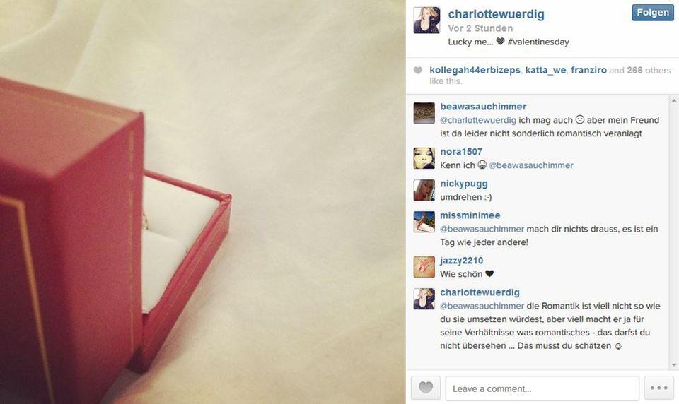 Auch Charlotte Würdig kann sich über Schmuck freuen.