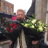 Für seine Frau Lily gibt's von Boris Becker gleich zwei Blumensträuße zum Valentinstag.